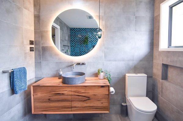 Warm-White bathroom mirror 2